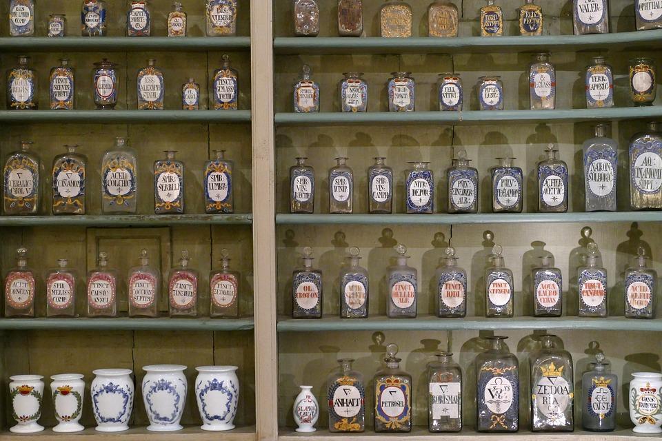 Antigua botica de hierbas medicinales