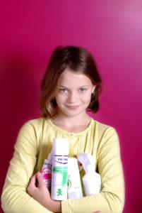 Aplicación de sustancias contra piojos y liendres